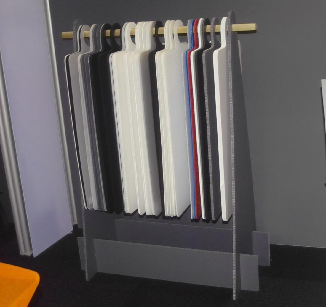 Ständer für Muster aus PP-Platten Konstruktionen aus Polypropylenplatten