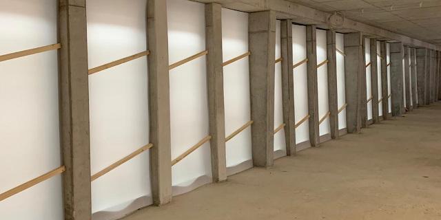 Schutz von Fensterflaechen auf einer Baustelle mit PP-